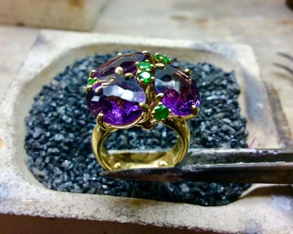 Gouden ring met halfedelstenen